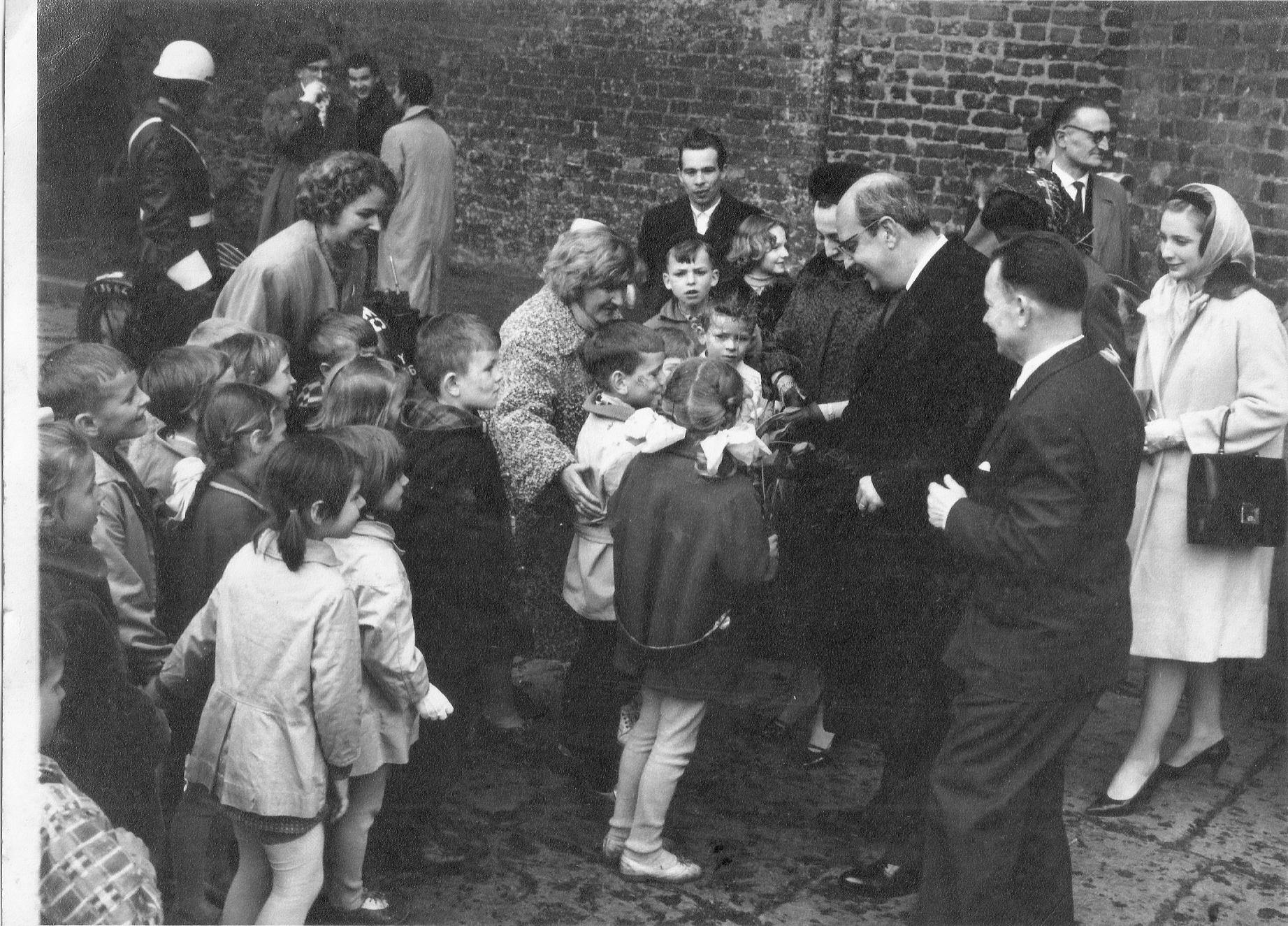 Com crianças em Gdansk – 4/1962